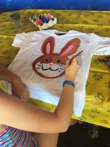Buzymum - T-shirt paining at the Kids Club at Viva Sunrise