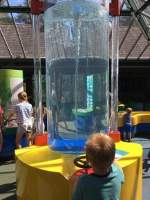 Buzymum - Turn the wheel to make a whirl pool