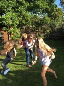 Buzymum - Playing with the kids in the garden
