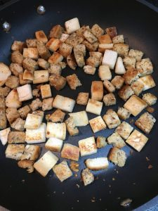 Buzymum - Frying croutons in olive oil