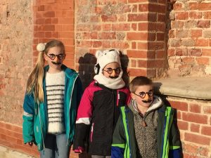 Buzymum - They had to wear a disguise to help Aladdin!