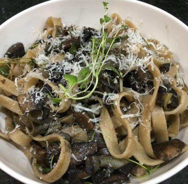 Buzymum - Mushroom and thyme tagliatelle pasta, ready to serve