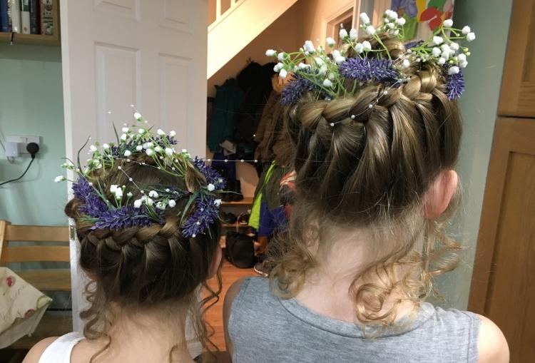 Buzymum - Flower girl hair style