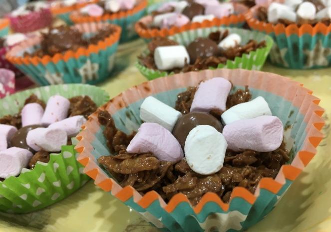 Buzymum - Chocolate cornflake, daisy crispy cake