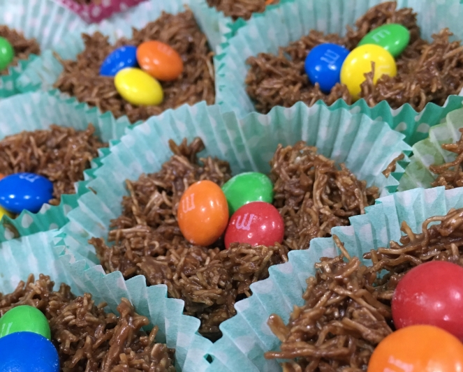 Buzymum - Chewy chocolate nests with M&Ms