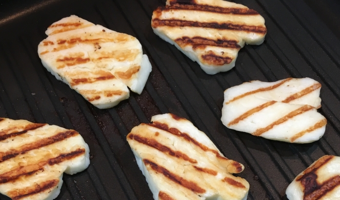 Buzymum - Cooking halloumi in a griddle pan until slightly charred