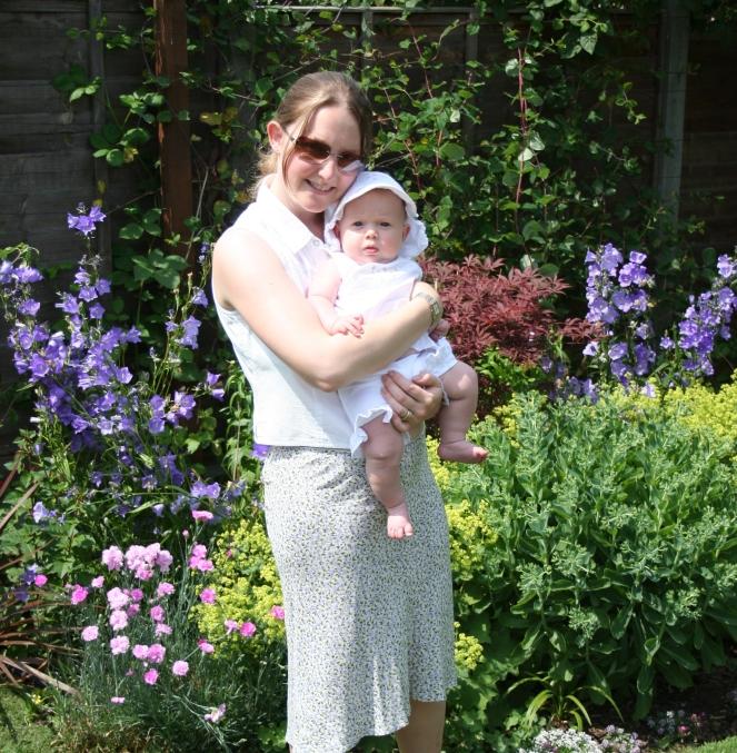 Buzymum - In the garden with K