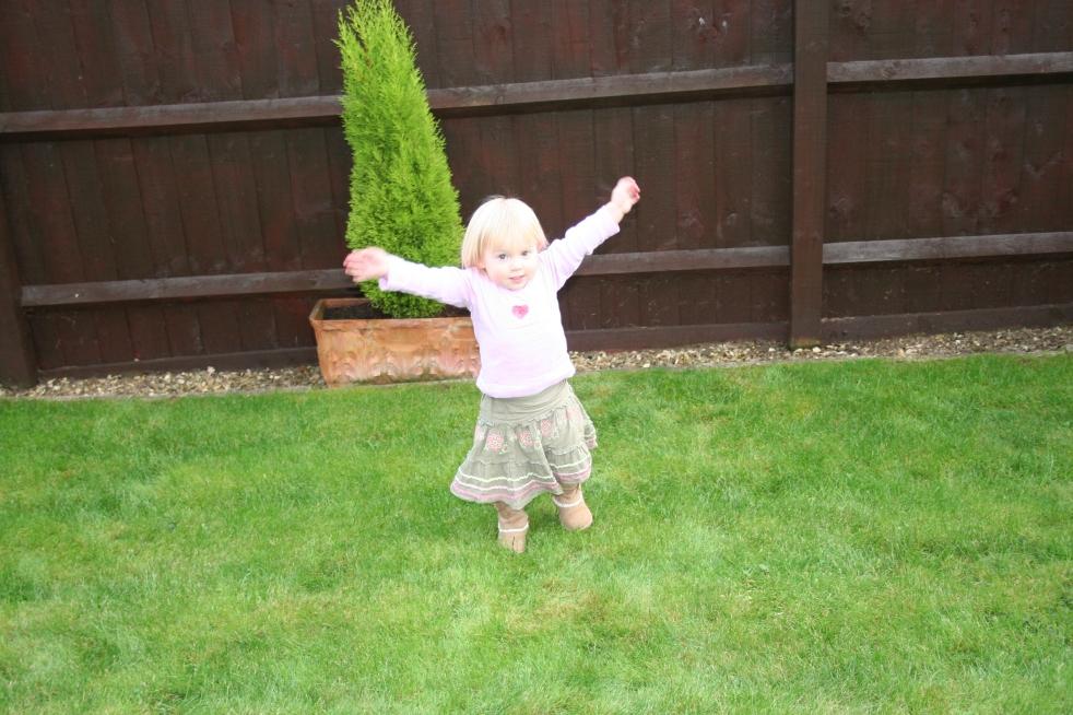 Buzymum - K enjoying the garden!