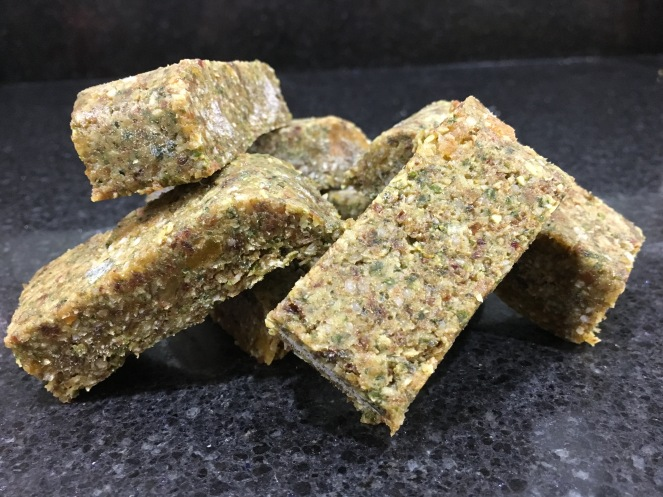 Buzymum - Energy bars made with kale, dried fruit and nuts