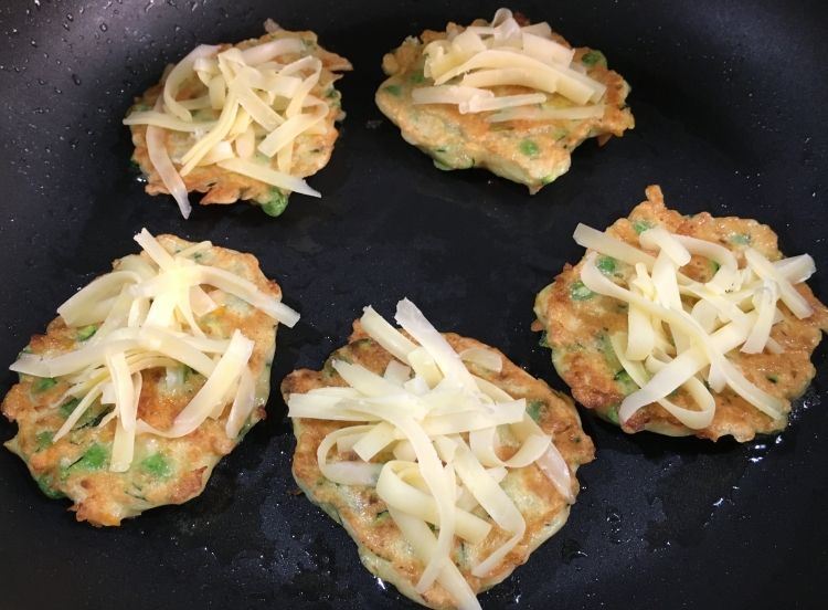 Buzymum - Fritters ready to go under the grill to melt the cheese. This vegetable fritter recipe is super easy, quick and cheap to make. You can vary the type and proportion of vegetables within the fritter, just make sure they are fairly dry- sweetcorn and spinach work well.