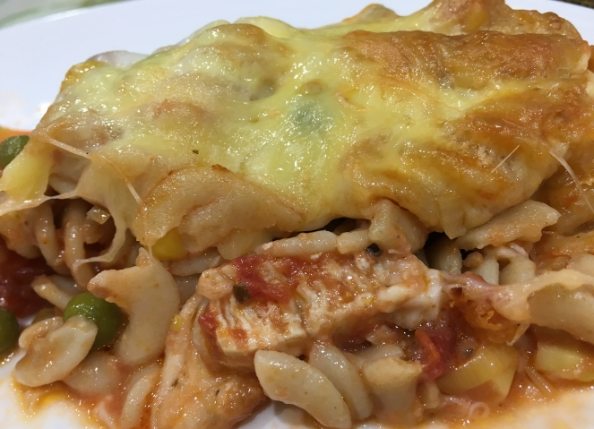Buzymum - Chicken, leek and tomato pasta bake ready to serve